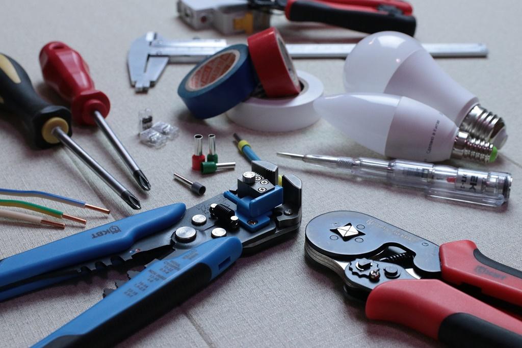 hands-on-tools-inverter-technician
